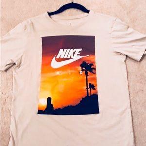 Nike graphic Shirt